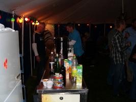 Huis bouwen, houtkachel lassen, bier tappen, bij Bert kump al het goeie in drieen!